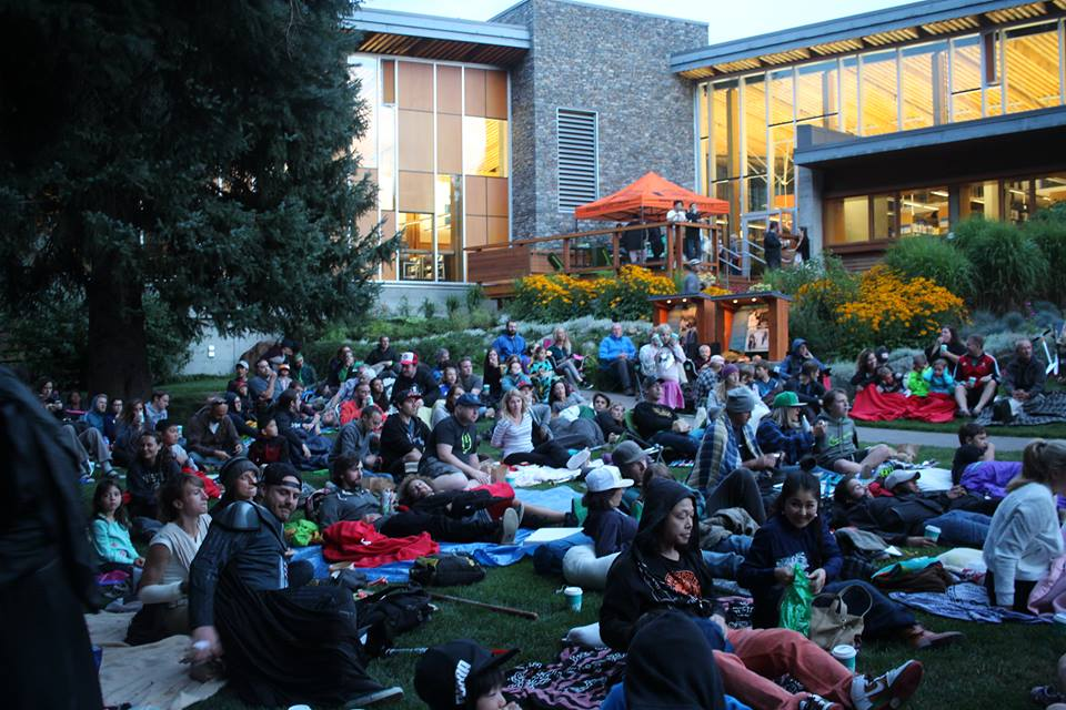 Movie-goers cozy up for a night of Star Wars under the stars in Florence Peterson Park
